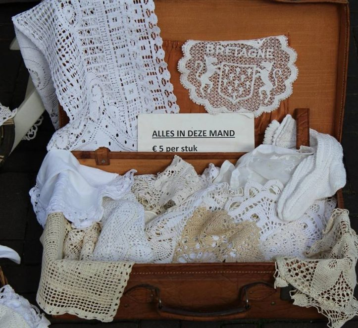 tissus dans une valise et estimation dentelle