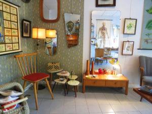 La retro fabrique est une petite boutique de brocante parisienne spécialisée dans le design populaire français et allemand des années 50 à 70.