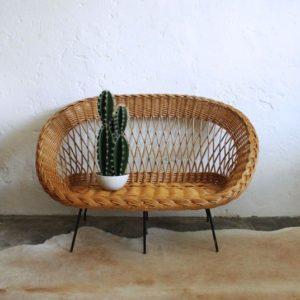L'Atelier du petit parc vous propose une sélection de mobilier vintage, de meubles des années 50, industriels et scandinave.